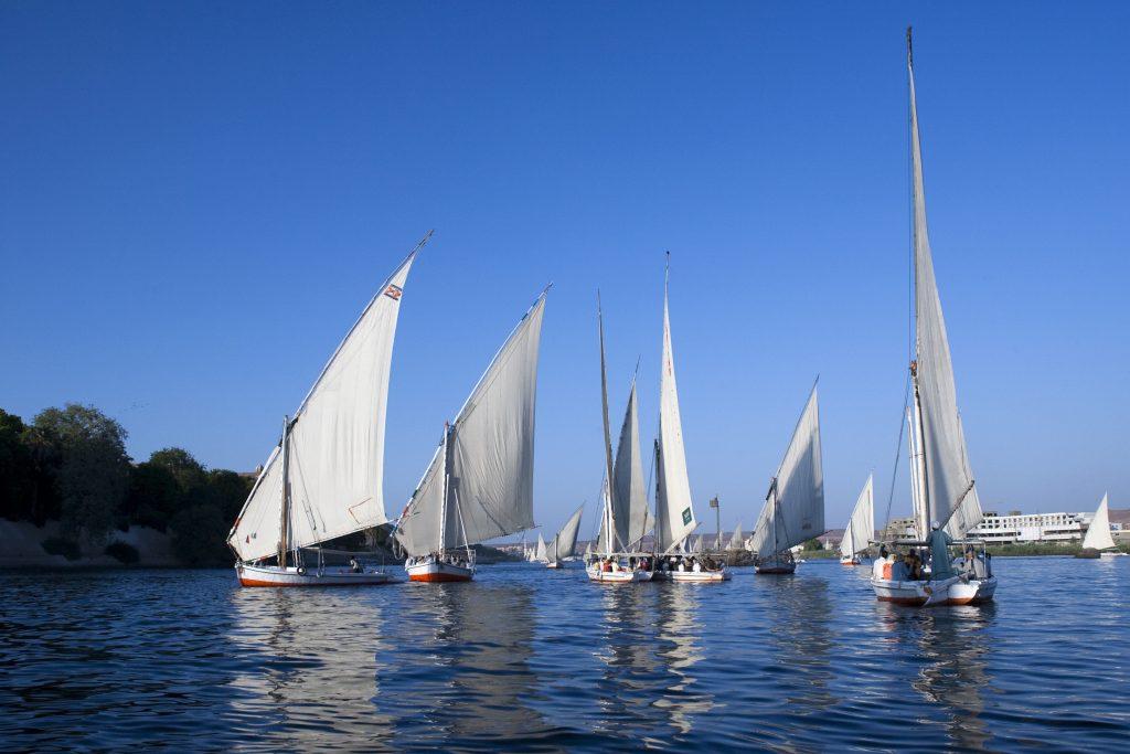 Лодки под парусом на реке Нил