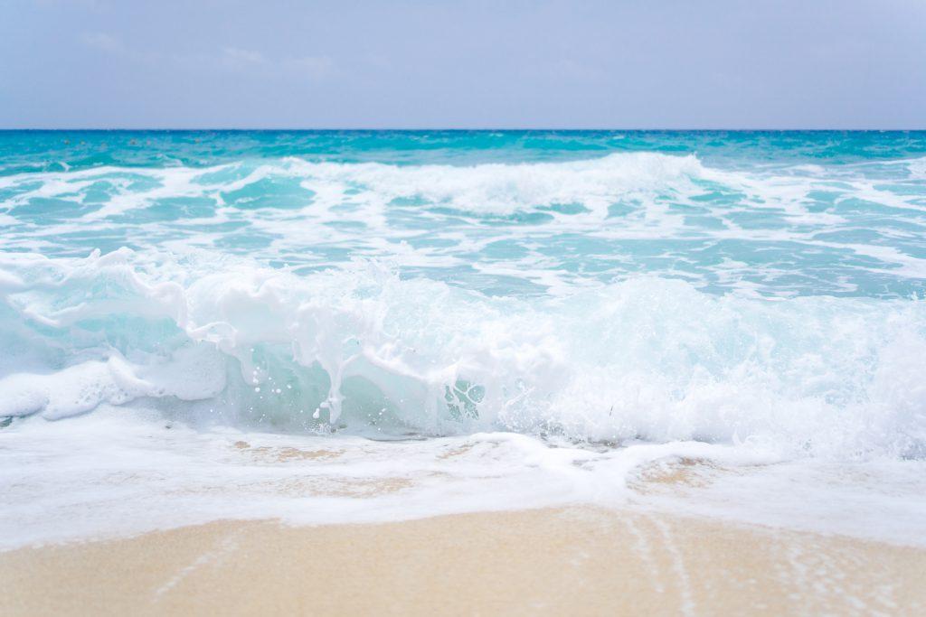 Морской берег и волны стоковое фото