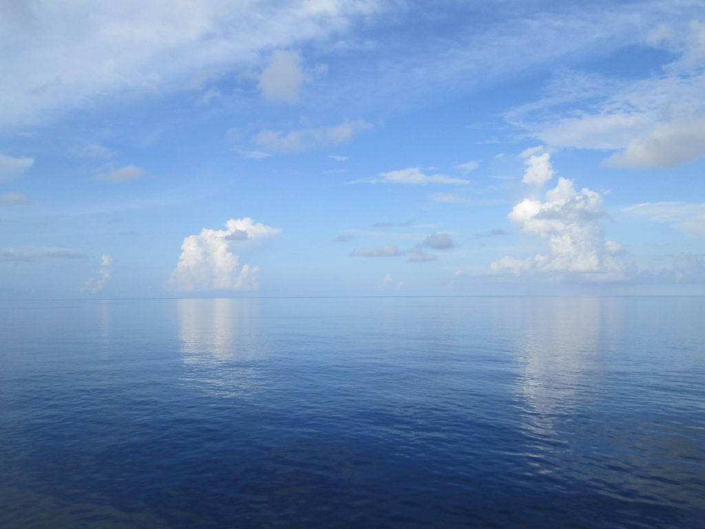 Стоковое фото океан и облака