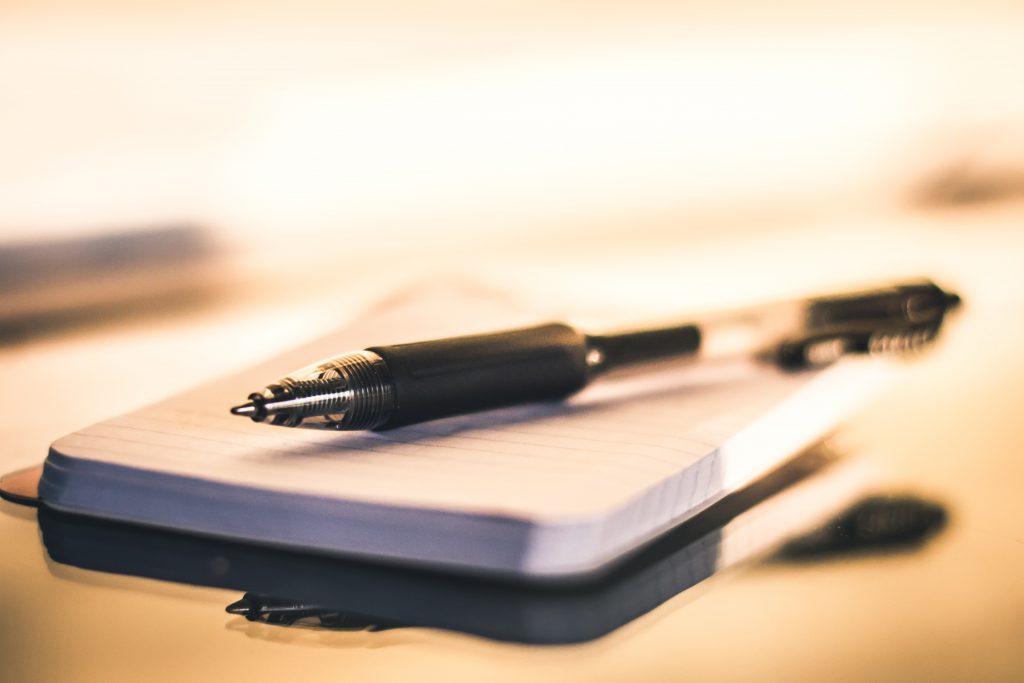 Блокнот и ручка фото