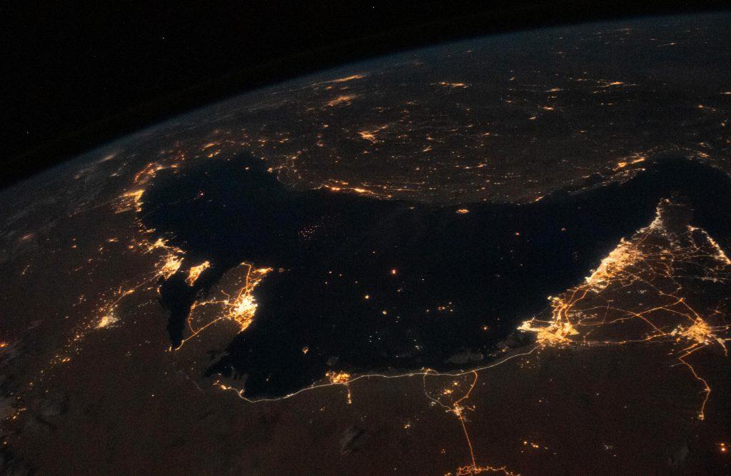 Персидский залив ночью - вид земли с космоса