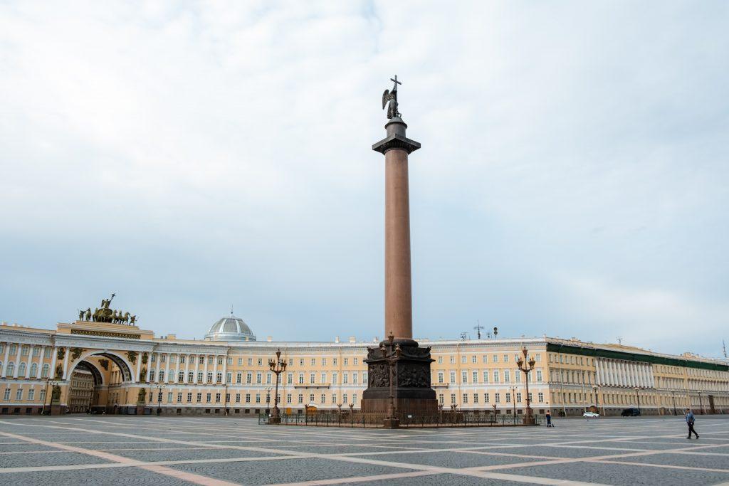 Дворцовая площадь Петербурга фото