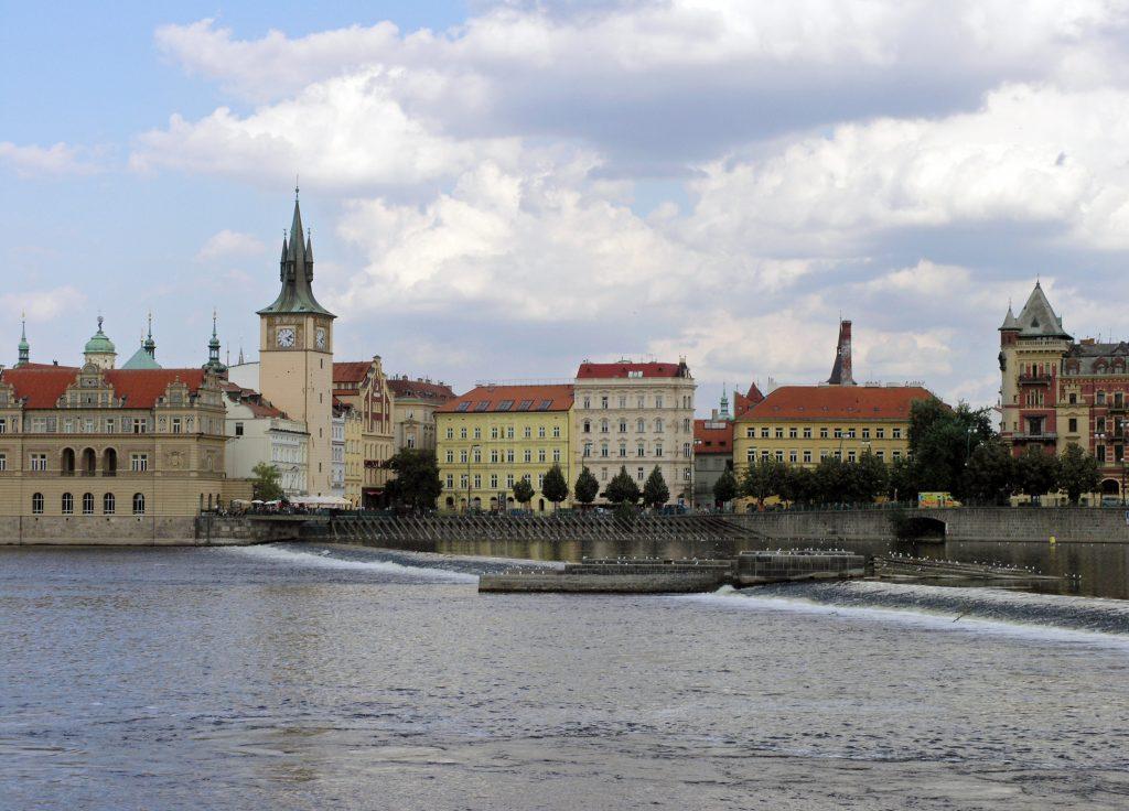 Прага река Влтава, гребля, дамба на реке