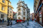 Старая улочка в Праге фото