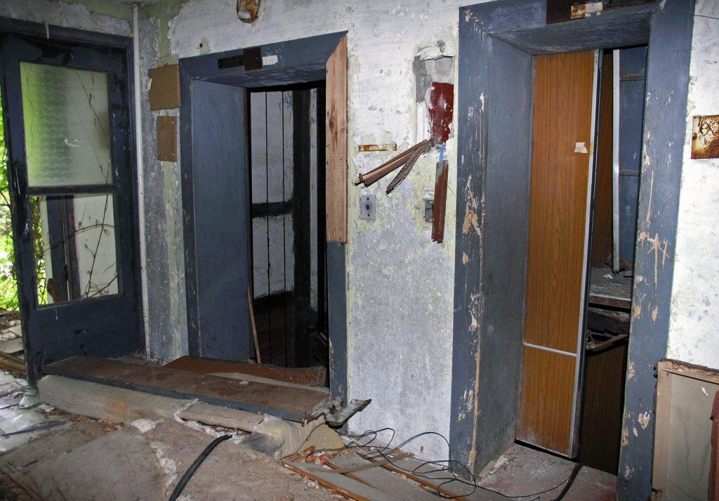 Старый подъезд - брошенный дом в Припяти
