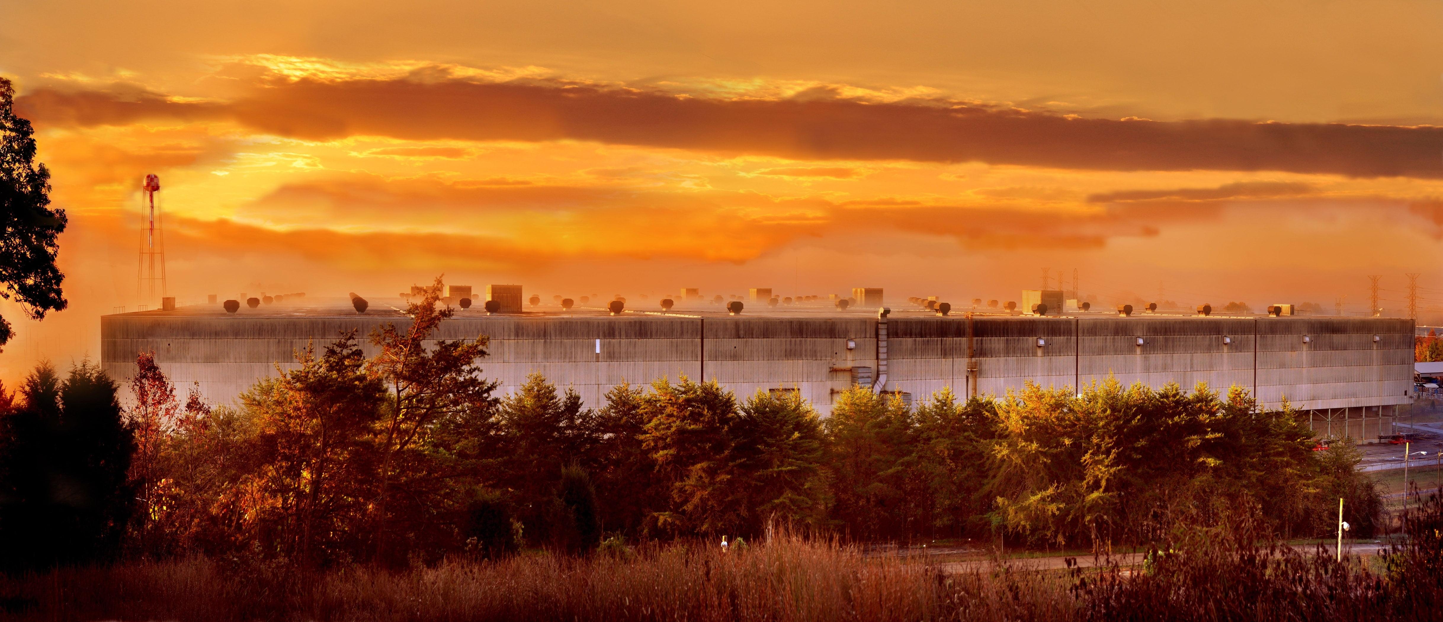Красивое фото промышленного здания предприятия