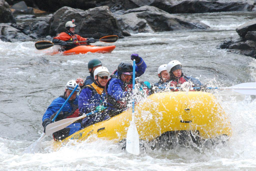 Фото рафтинга на горной реке