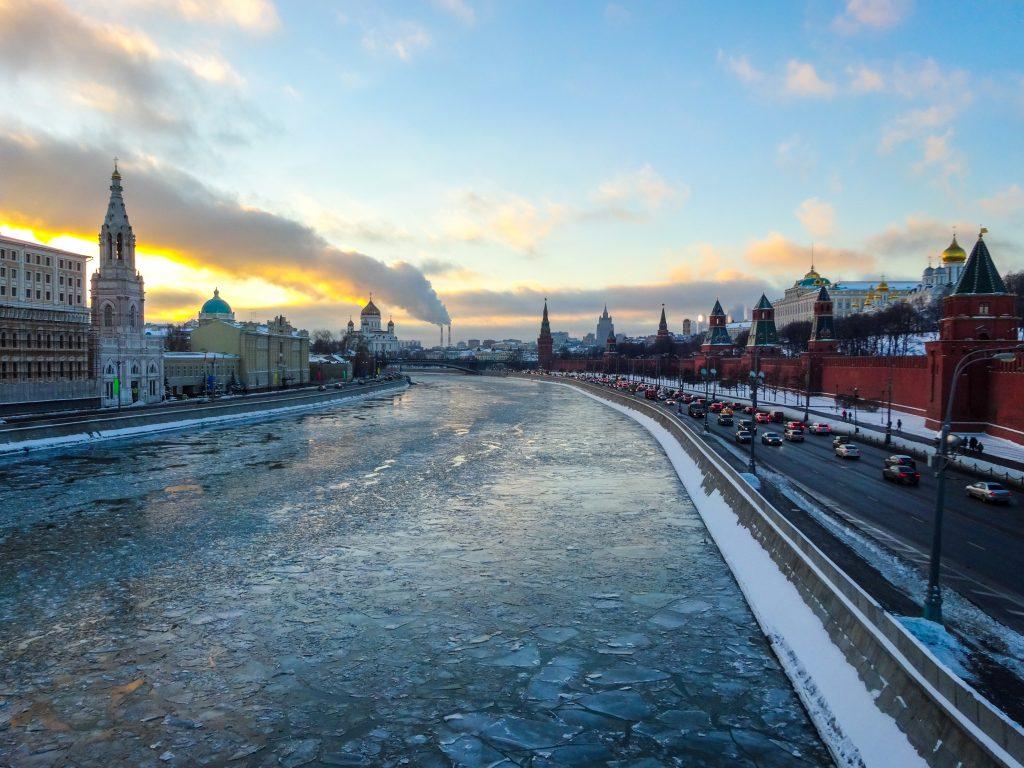Река Москва и Кремль зимой