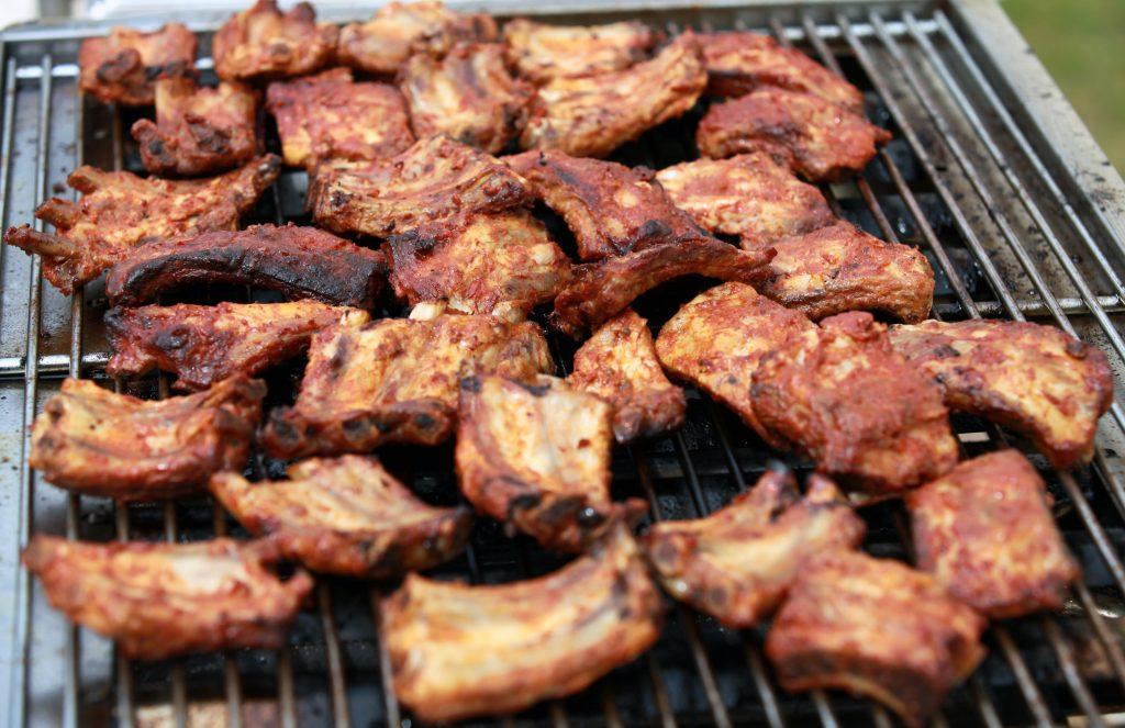 Мясо барбекю - свиные ребрышки на гриле