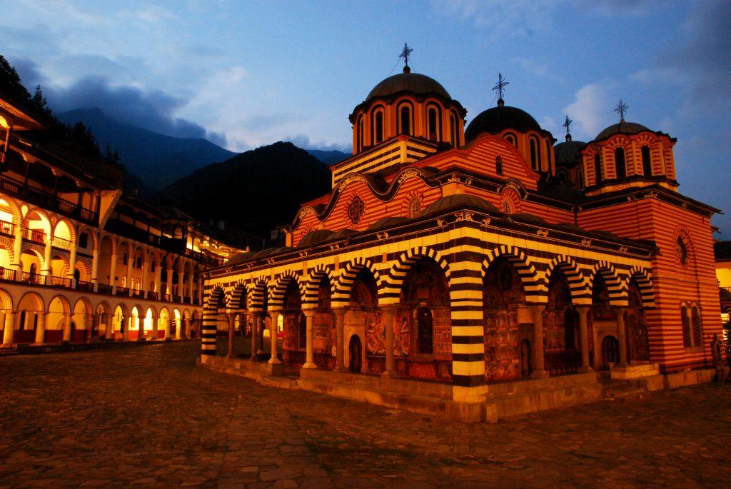 Рильский монастырь в Болгарии фото
