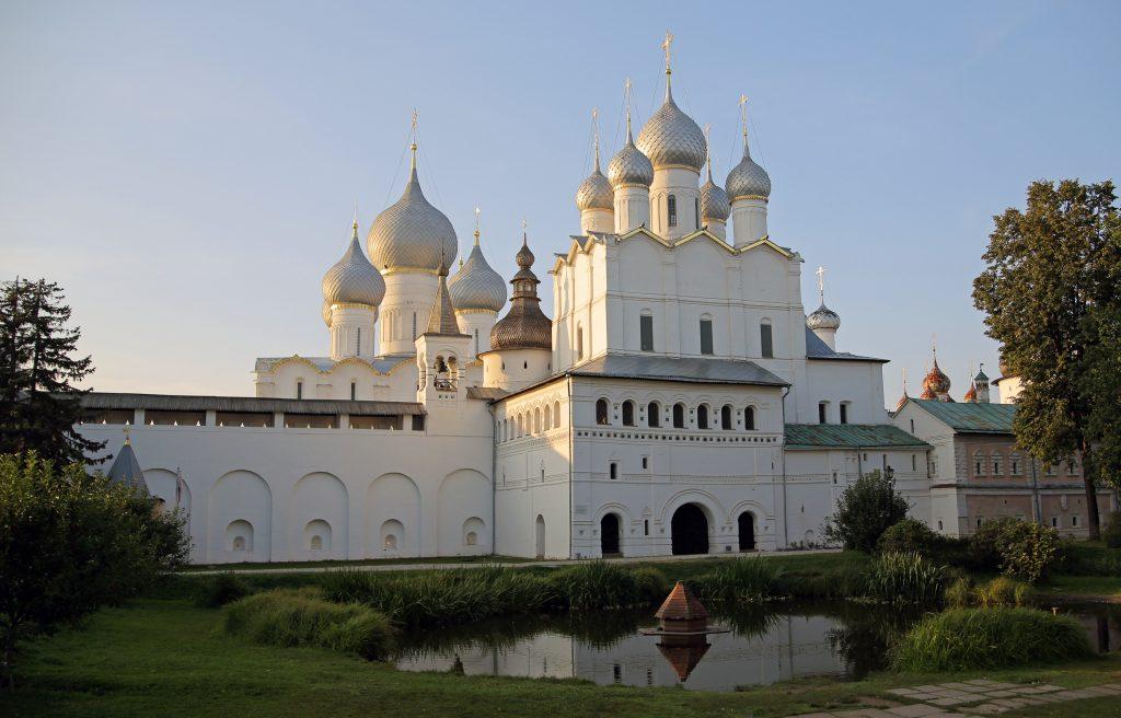 Ростовский Кремль - купола храмов, Ростов, Россия