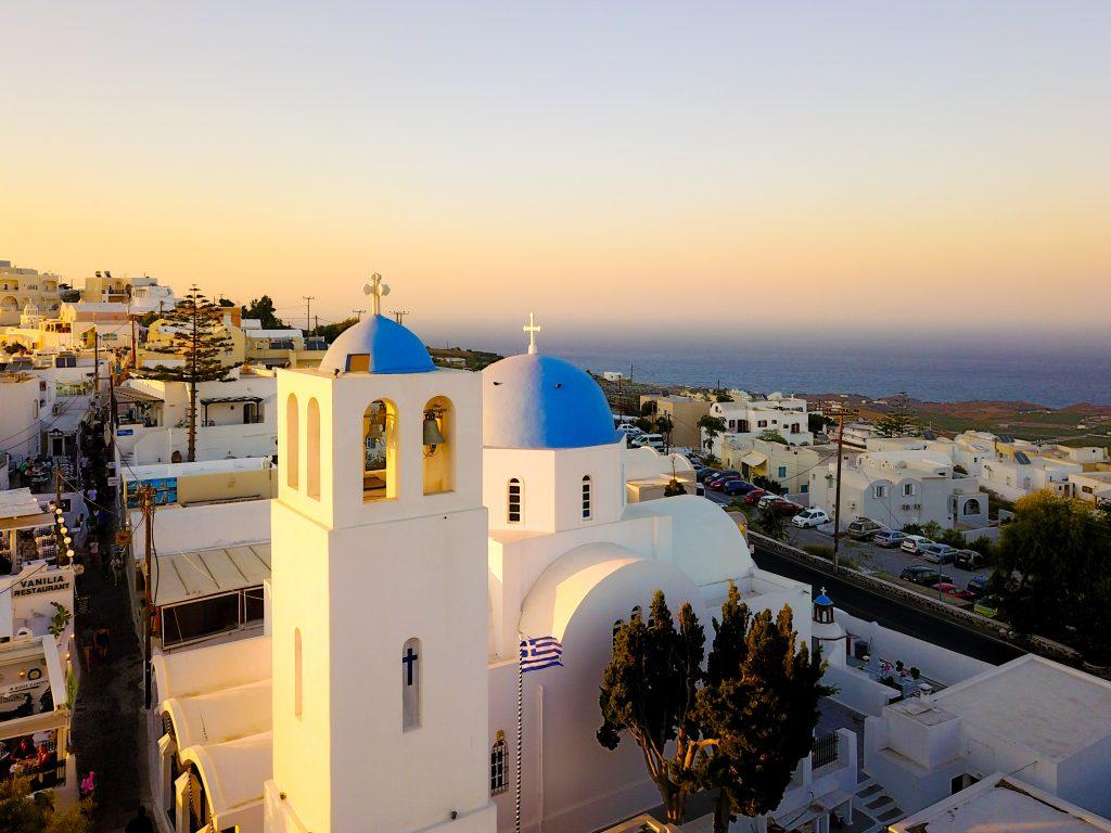 Церковь на острове Санторини фото