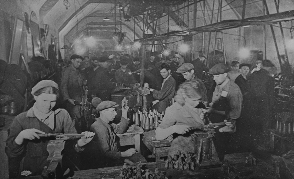 Завод под землей в Севастополе в 1942 году