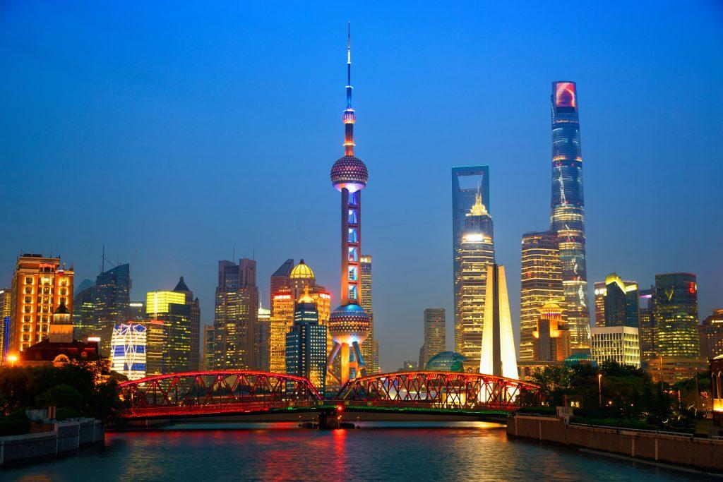 Небоскреб Шанхайская башня и центр города Шанхай