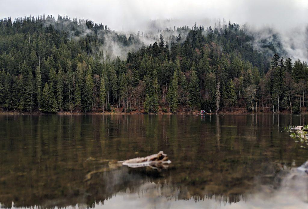 Озеро Синевир в Карпатах