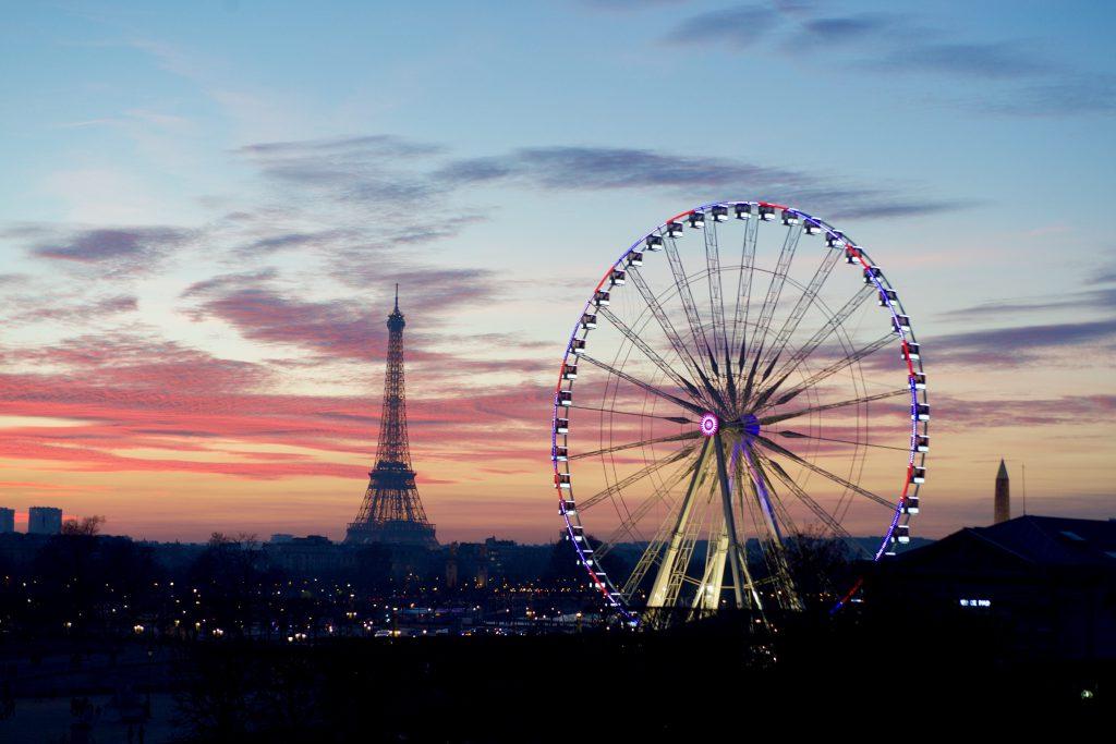 Панорама Парижа на закате