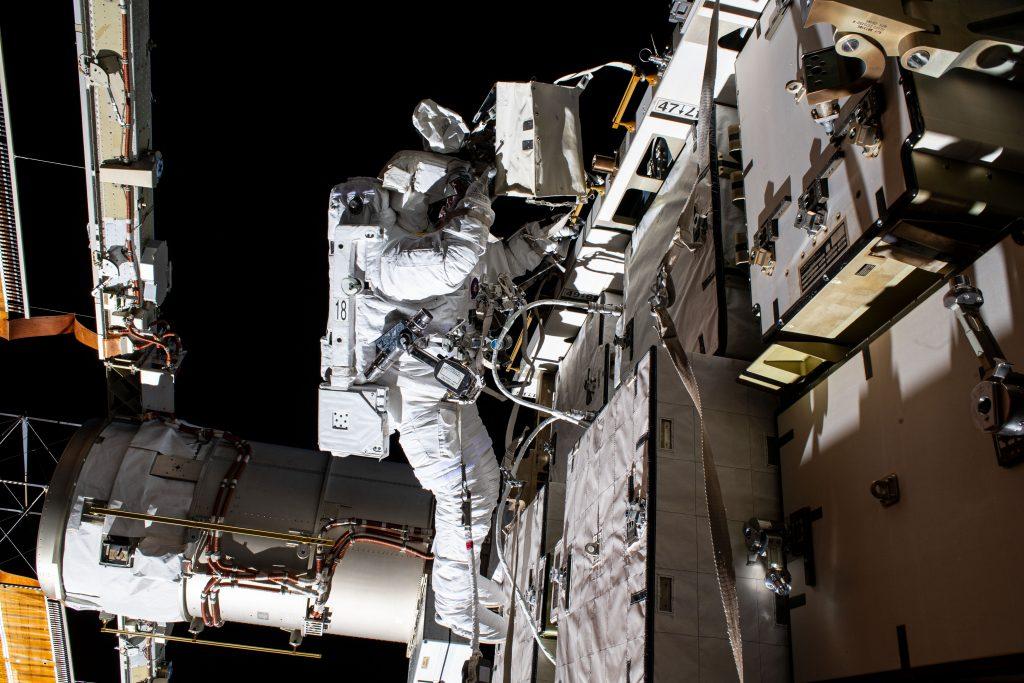 Международная космическая станция. Космонавт в космосе