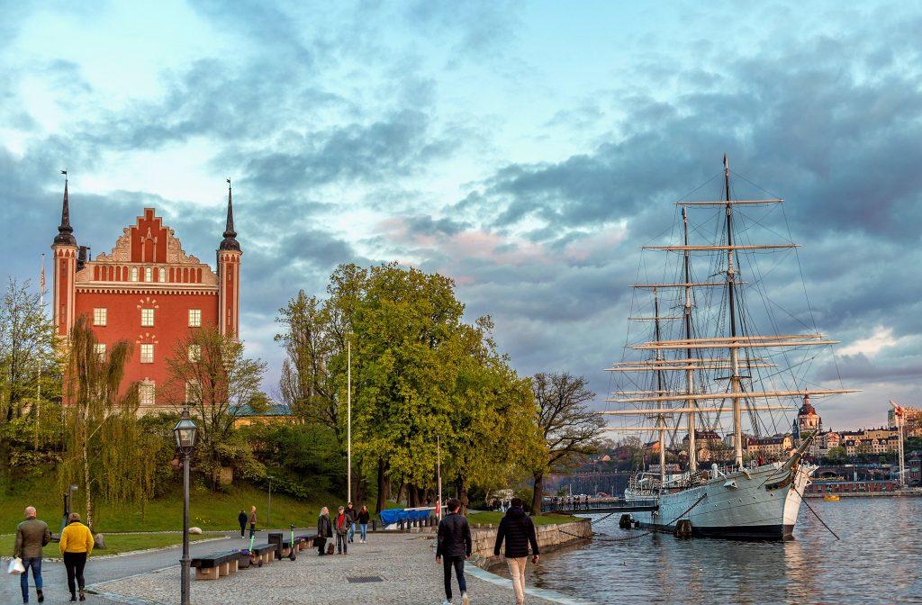 Фото набережной в центре Стокгольма