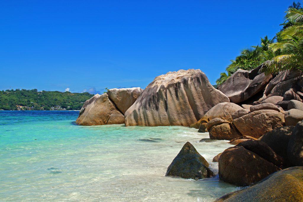 Камни на пляже Сейшельские острова
