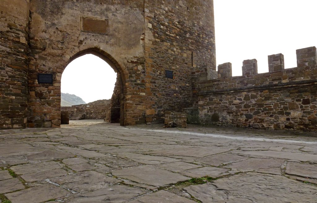 Древняя генуэзская крепость в Судаке, Крым