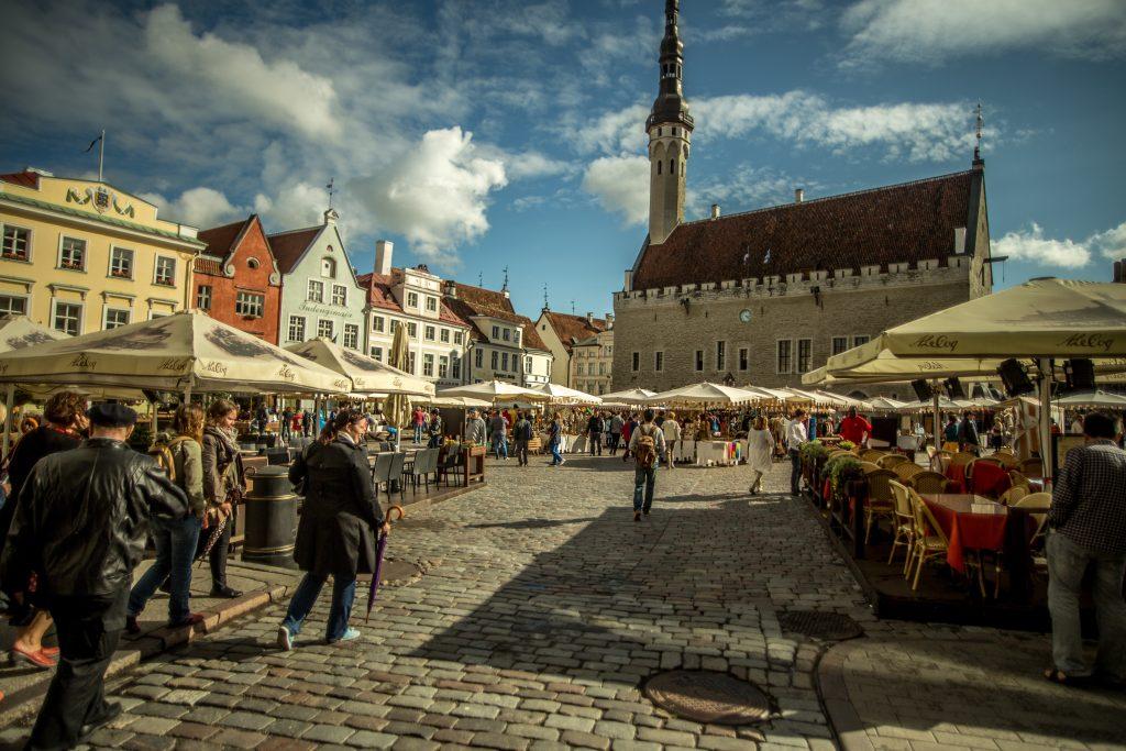 Площадь в центре Таллина фото