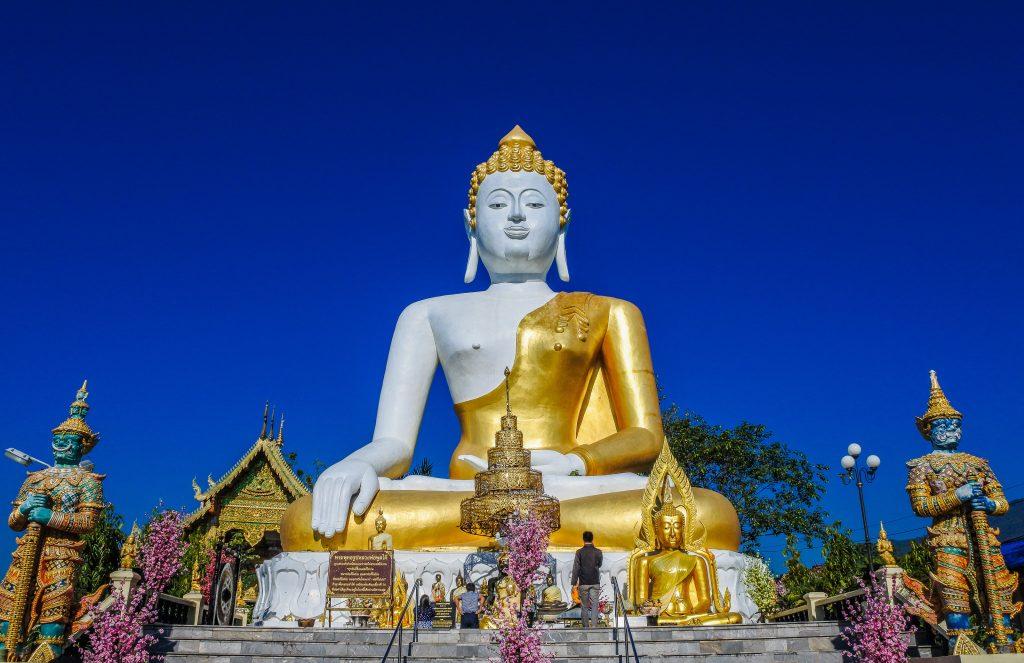 Буддийский храм Ват Прахат Дой Кхам, город Чиангмай