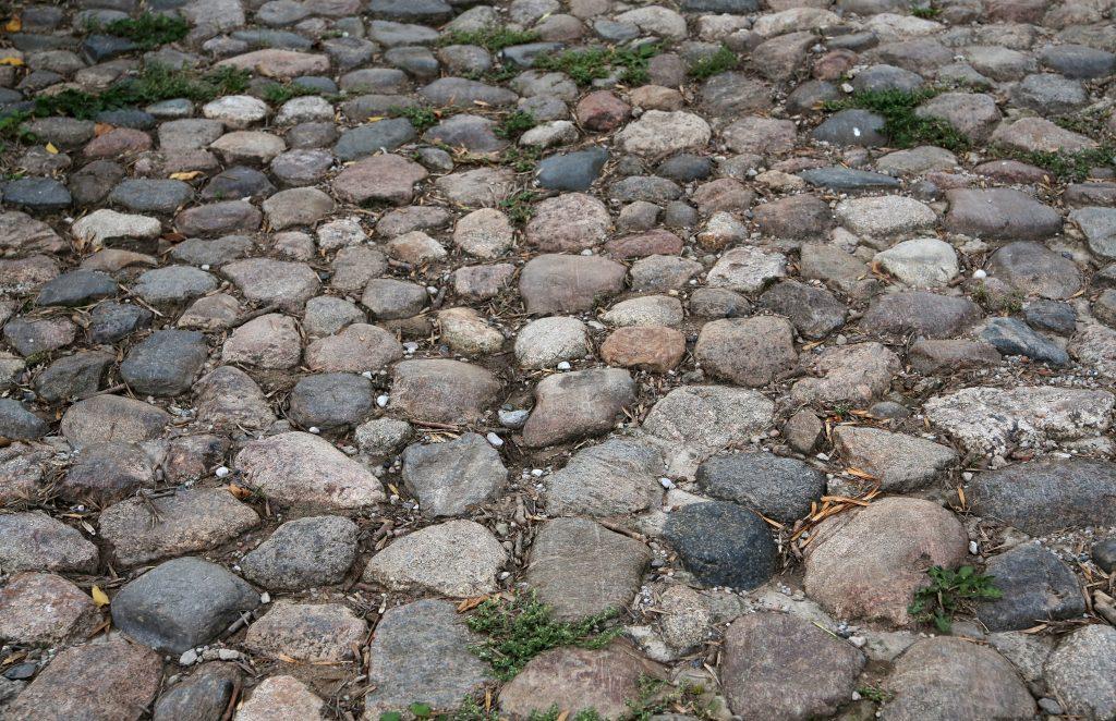 Текстура каменной брусчатки, камни, дорога из камней