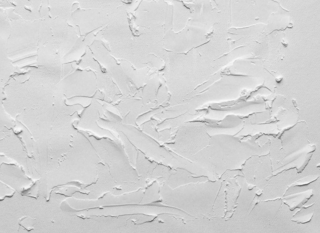 Текстура белая стена краска, мазки краски на стене