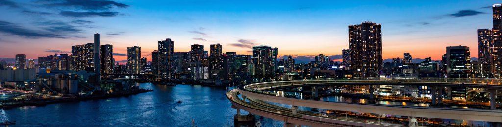 Ночная панорама Токио - фото небоскребов