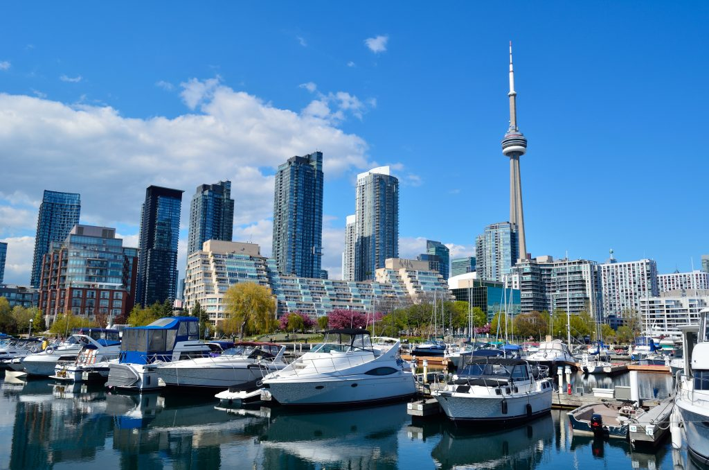 Пристань марина для яхт в Торонто