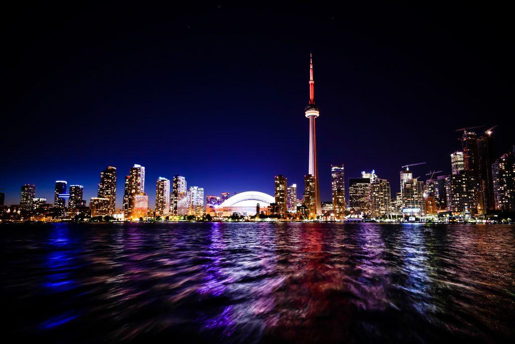 Ночная панорама Торонто - фото небоскребов