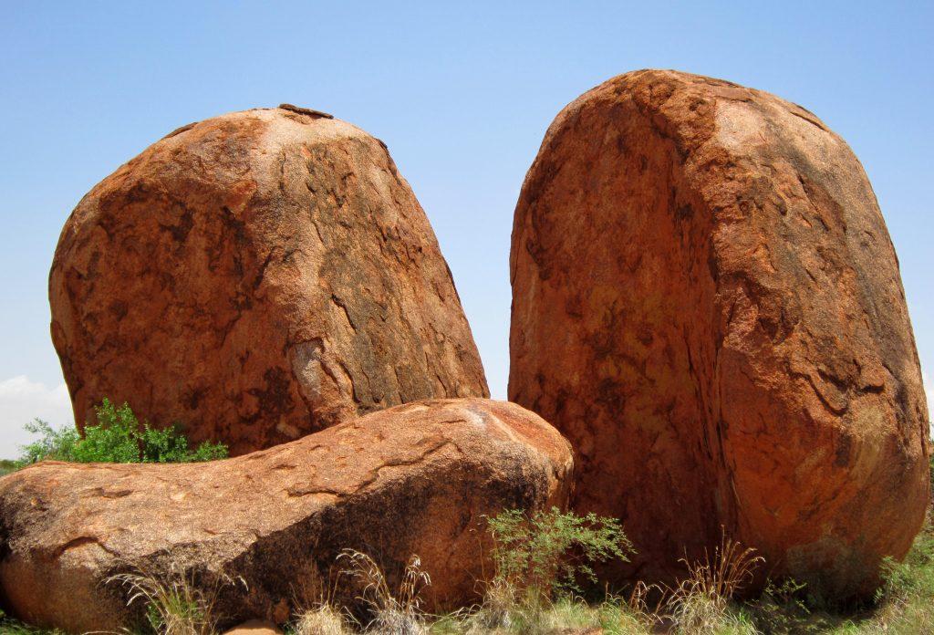 Круглые камни, скалы, глыбы в Урулу, Австралия