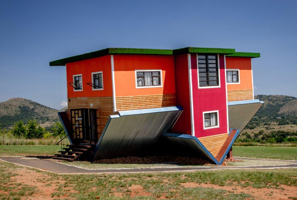 Перевернутый дом, город Хартбееспоорт в ЮАР