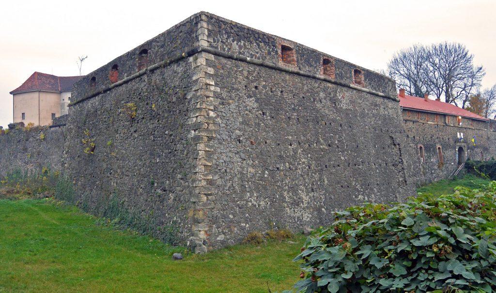 Ужгородский замок - крепостные стены, Ужгород, Закарпатье