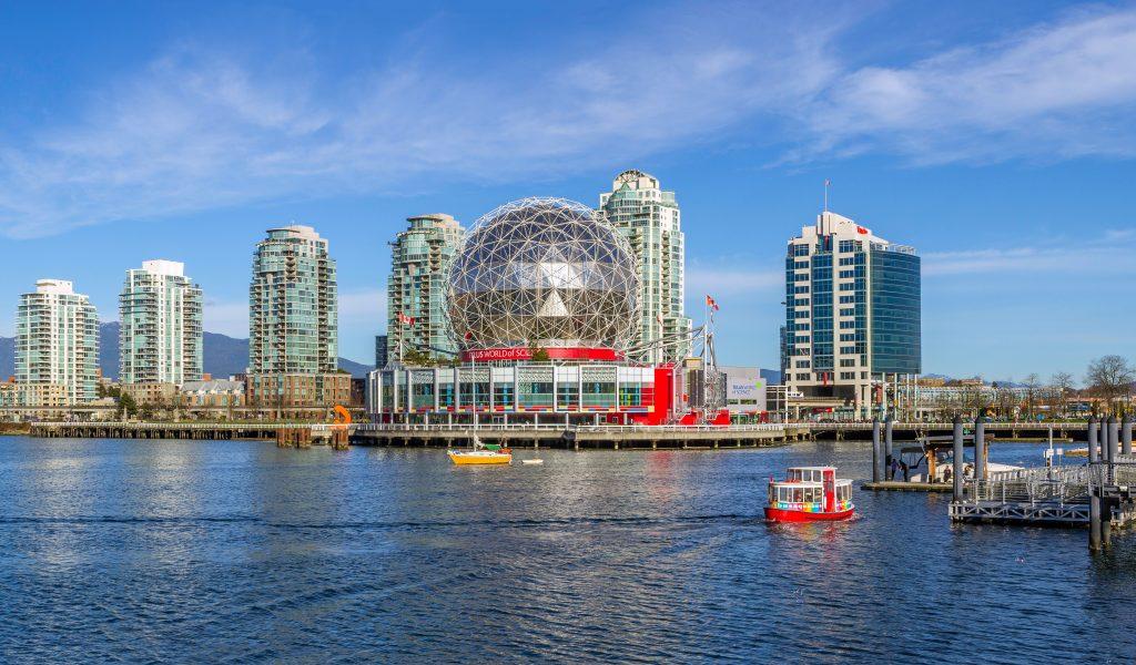 Город Ванкувер - кораблики и транспорт на воде