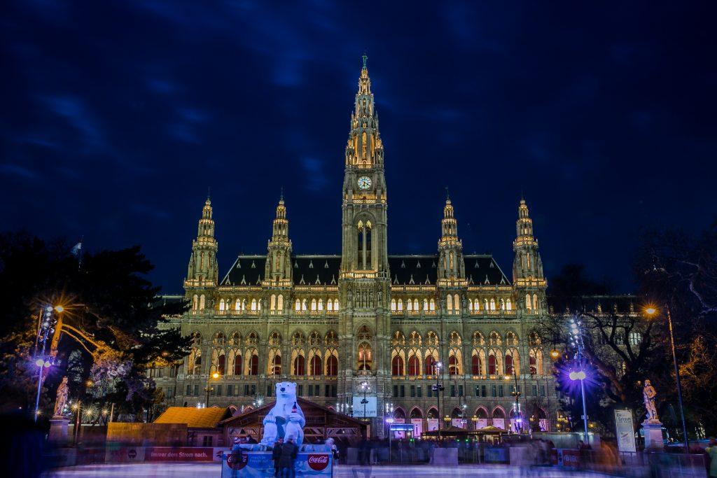 Городская Ратуша Вены на Новый Год фото