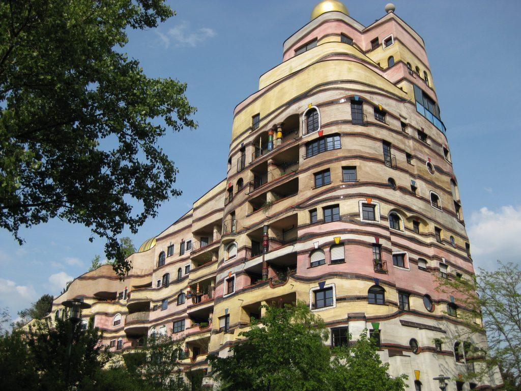 Жилой дом Лесная спираль - Waldspirale, город Дармштадт, Германия