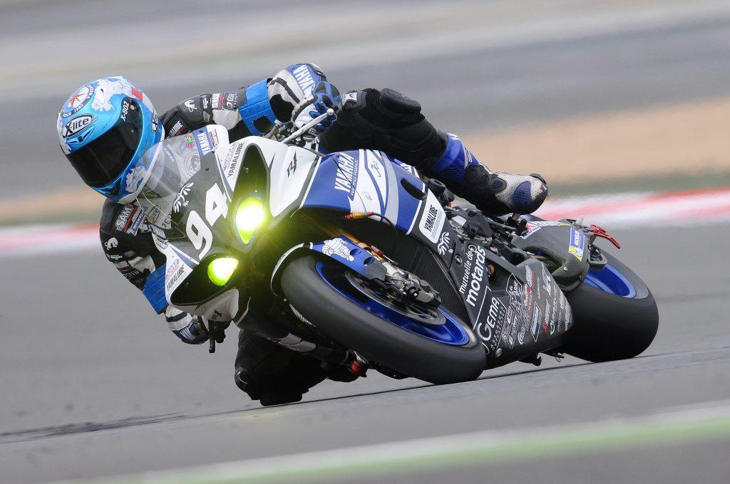 Гоночный спортивный мотоцикл Yamaha