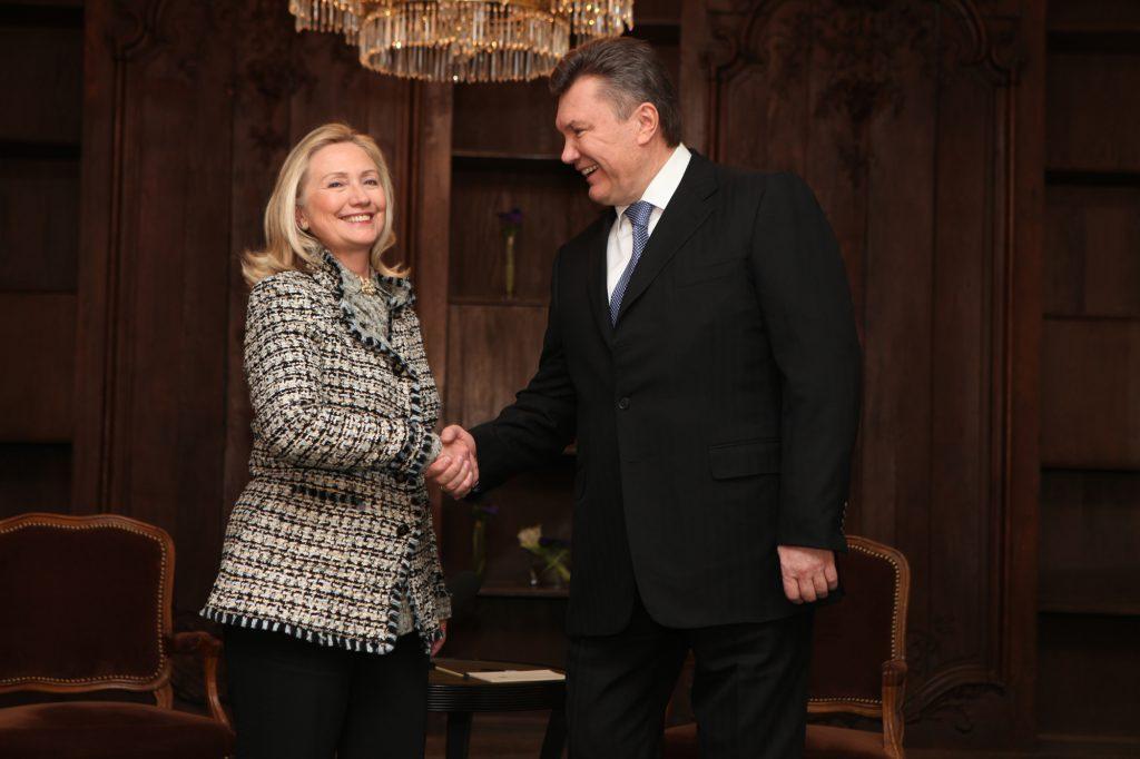 Бывший украинский президент Виктор Янукович на встрече с Хилари Клинтон