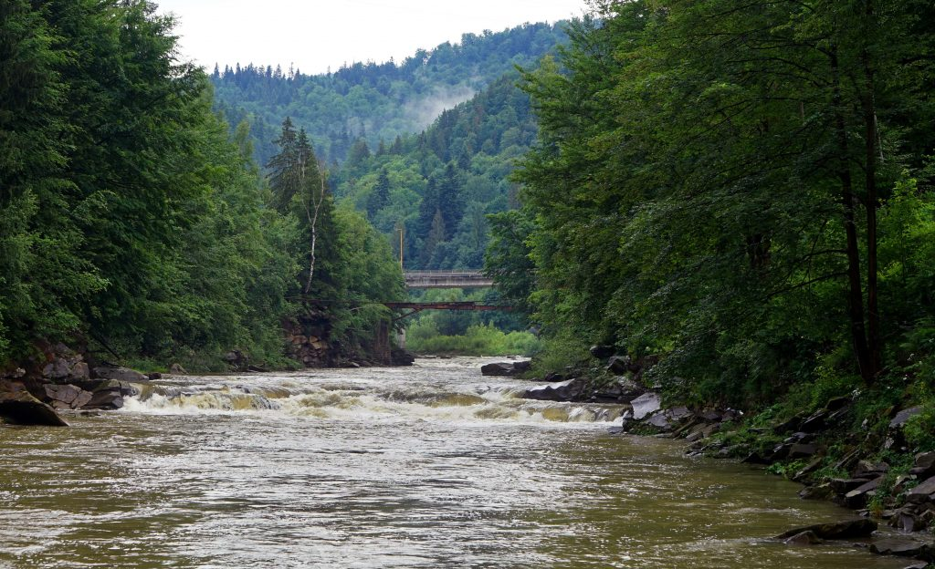 Река Прут в Яремче