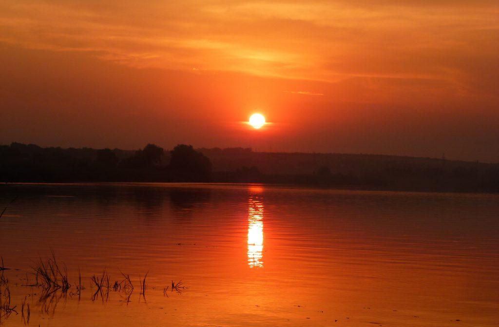 Закат на реке Южный Буг, Украина